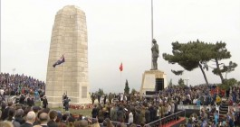 Her Yıl 25 Nisan'da Conkbayırı'nda bulunan Yeni Zelanda Anıtı'ndaki Törene Katılanlar