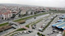 Sarıçay Üzerindeki Yeni Yaya Köprüsü ve Cuma Pazarı Çıkışı