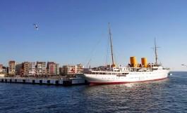 Çanakkale Feribot İskelesi ve İskeleye Yanaşan Savarona Gemisi