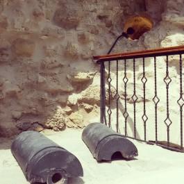 İngiliz Queen Elizabeth Gemisinden Atılan ve Kilitbahir Kalesi'nin Duvarına Saplanan Top Mermisi