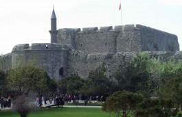 1462 Yılında Fatih Sultan Mehmet Tarafından Yaptırılan Çimenlik Kalesi