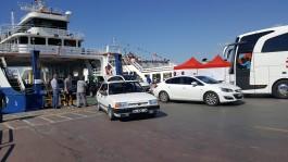Çanakkale Feribot İskelesinde Gemiden İnen Araçlar