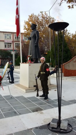 Çanakkale Cumhuriyet Meydanındaki Atatürk Heykeli