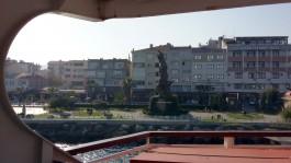 Feribottan Eceabat'ın Görünümü ve Tarihe Saygı Anıtı