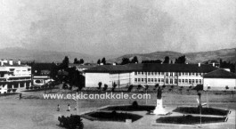 1960'lı Yıllarda Cumhuriyet Meydanı ve Eski Çanakkale Lisesi