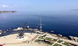 Gelibolu'daki Dumlupınar Denizaltı Anıtı ve Çanakkale Boğazı Girişi