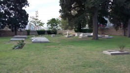 Çanakkale il merkezindeki İngiliz Mezarlığı'ndan (British Cemetery) Bir Görünüm