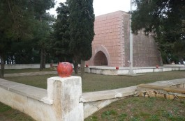 Nuri Yamut Anıtı