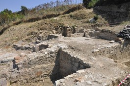 Çanakkale'nin Biga İlçesine Bağlı Kemer Köyünde Yer Alan Parion Antik Kentinden Görünüm