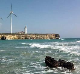 Bozcaada Batı Burnunda Elektrik Üretimi Yapan Rüzgar Gülleri ve Polente Feneri
