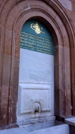 Çanakkale Saat Kulesi'nin Alt Kısmında Yer Alan Çeşmesi