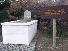 Gelibolu Yarımadası'nda Bulunan Şehitlerimizin Kemiklerinin Gömüldüğü Bir Mezar
