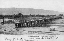 1800'lü Yılların Başında Şuanki (Taş Köprünün) Cuma Pazarı Yanındaki Sarıçay Üzerindeki Atatürk Köprüsü'nün İlk Hali