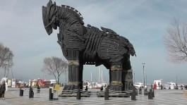 Yoğun Sis Altında 'Troy Atı'