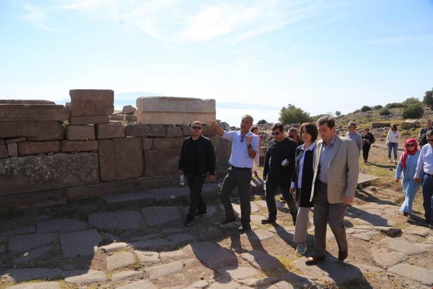Vali Tavlı Assos Antik Kenti'nde İncelemelerde Bulundu