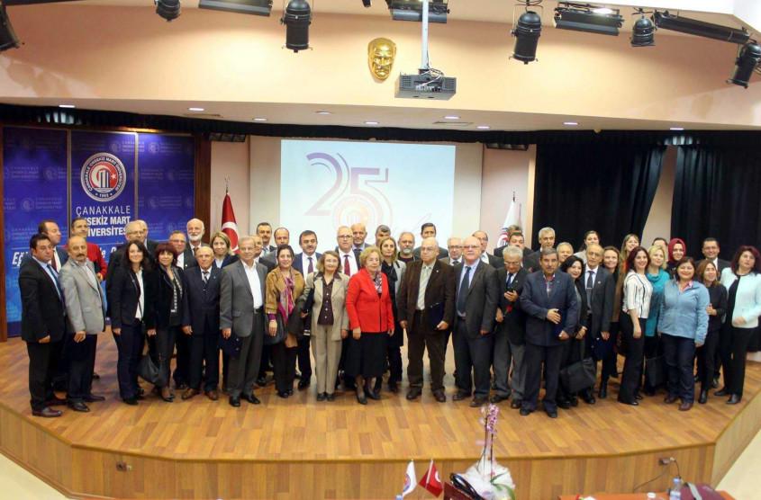 ÇOMÜ Eğitim Fakültesi Dekanlığı Emekli Öğretmenleri Unutmadı