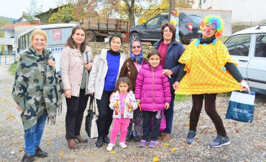 Köy Çocuklarını Mutlu Ettiler