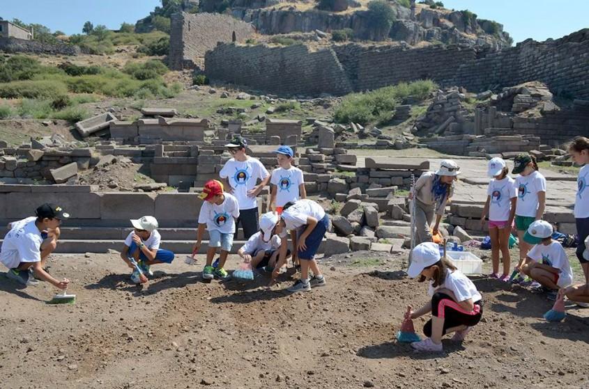 Minik Arkeologlar Antik Kentlerde Kazı Yaptı