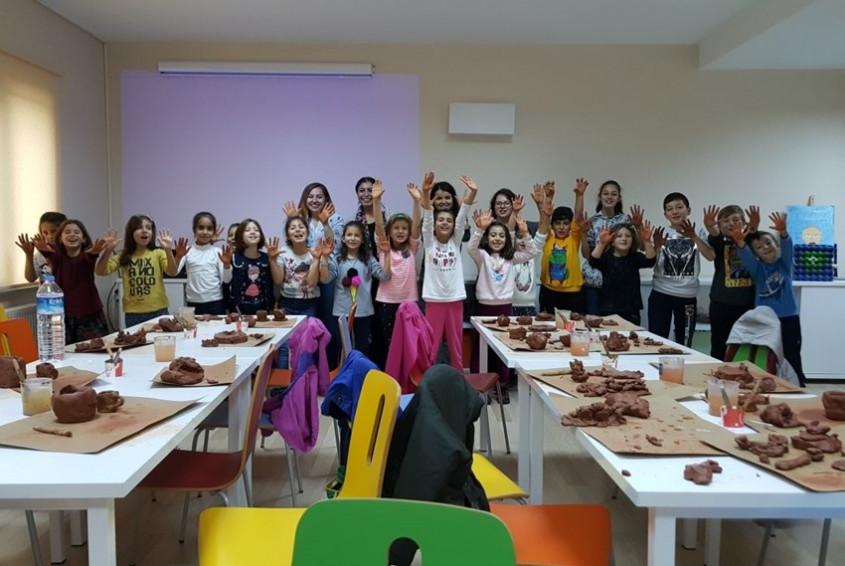 Çocuk Kültür Evi, Seramik Sanatçısı Ece Güneş Erten'i Ağırladı