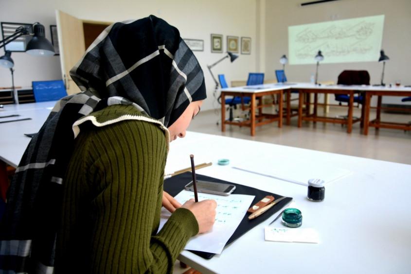 Türkiye'de Bir İlk... ÇOMÜ Hat ve Tezhip Atölyesi Açıldı