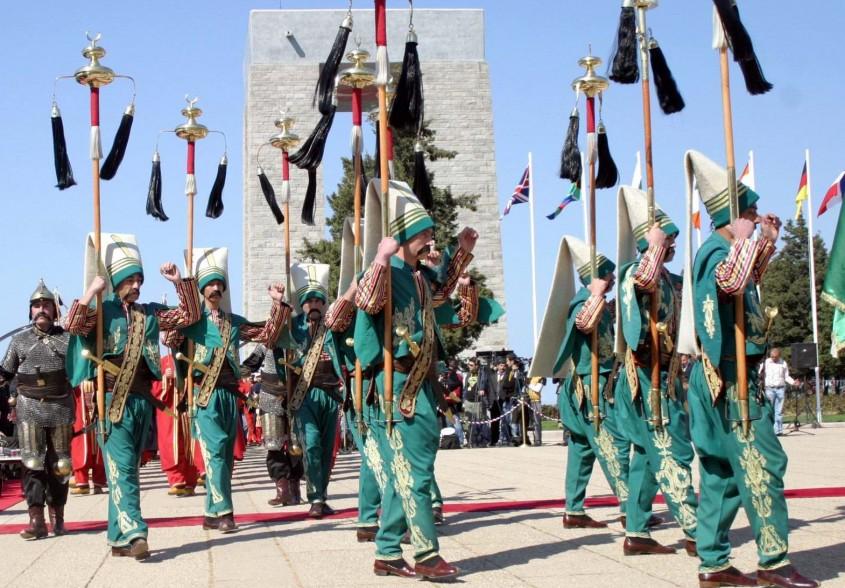 Çanakkale Şehitler Abidesi'nde Duygusal Tören