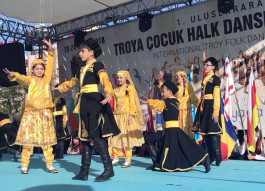 1. Uluslararası Troya Çocuk Halk Dansları Festivali Başladı